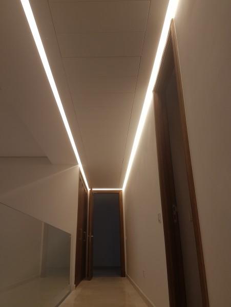 Iluminación pasillo con Led indirecto