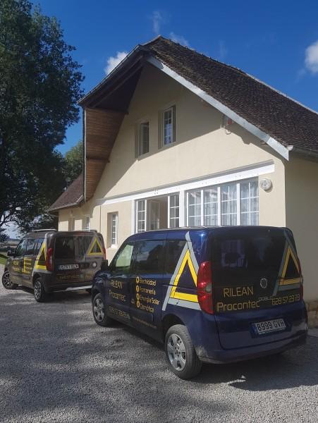Portada del album Instalaciones en los edificios reformados en para el Staff, en la zona de Normandía de Francia.