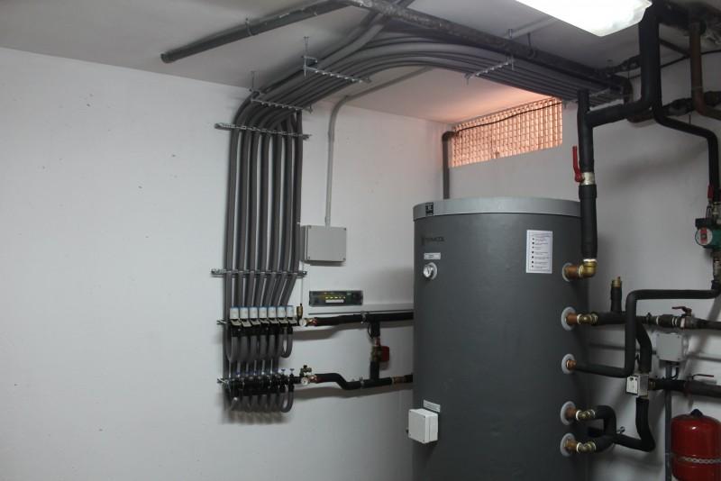Portada del album Instalacion de calefaccion de radiadores de diseño para agua controlados por termostatos WiFi.